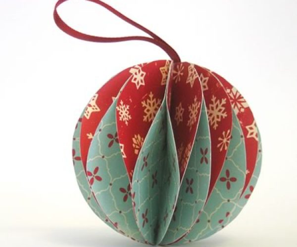 make-paper-christmas-ornaments_120428